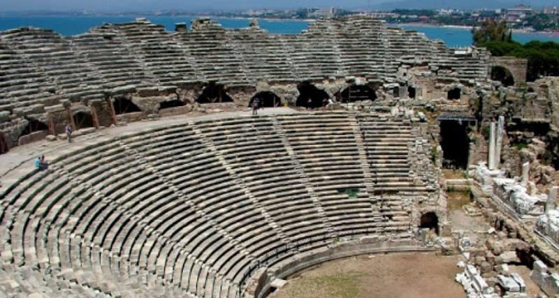 Постройка амфитеатра датируется I веком н.э. в.