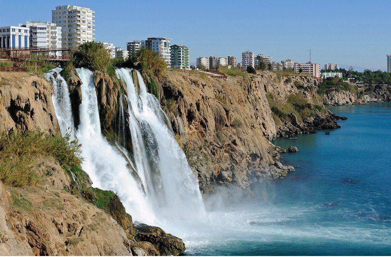 расположены два водопада – Верхний и Нижний Дюден