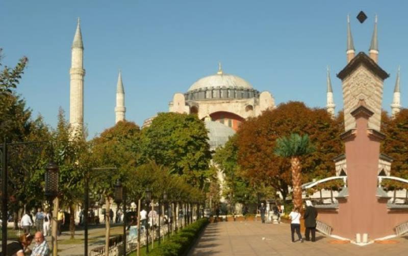 Собираясь посетить мечеть, обязательно уточните график её работы