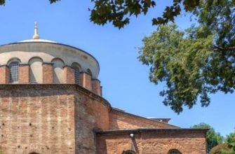 После захвата Константинополя османской империей церковь стала использоваться как оружейный склад