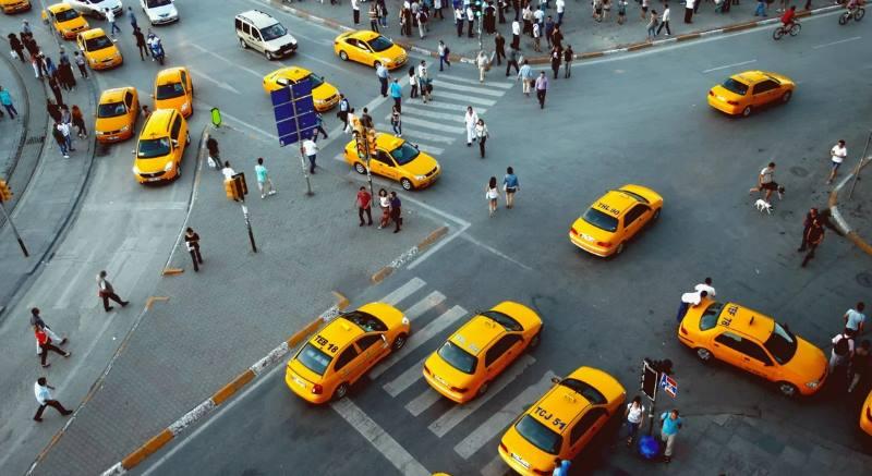перекресток много такси