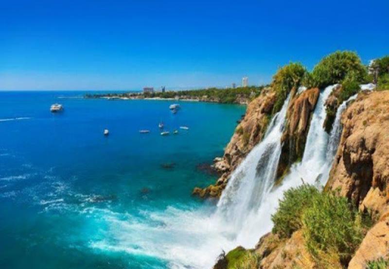 - высокая влажность воздуха благодаря Средиземному морю;